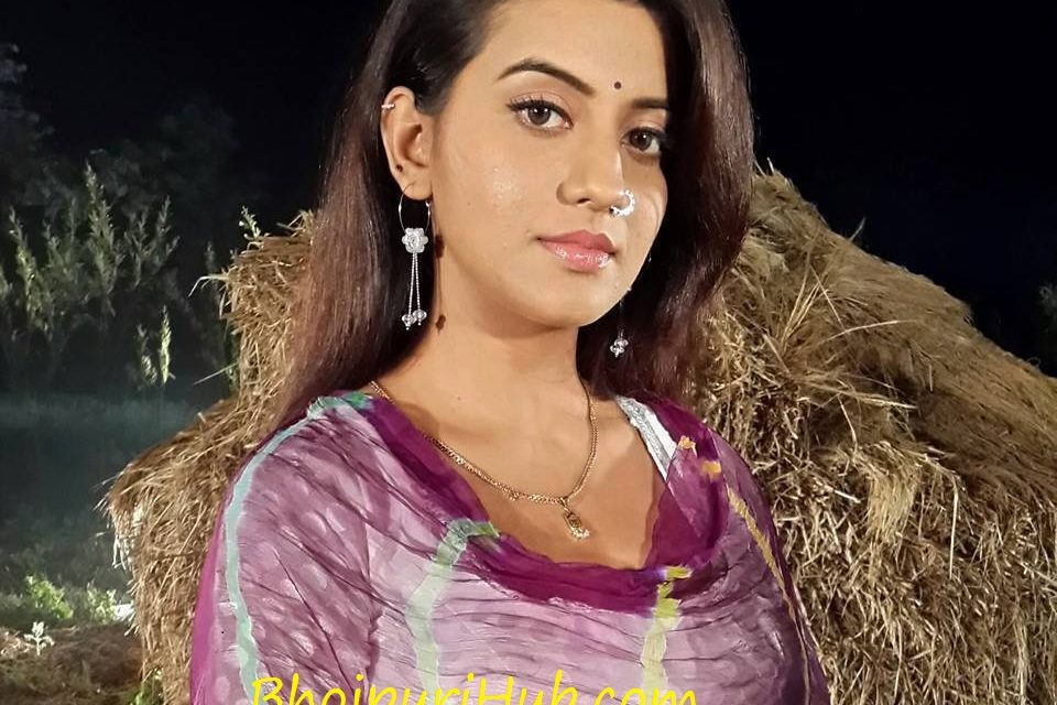 Akshara Singh HD Wallpapers, Hot Photo, Pic, New Image in Saree