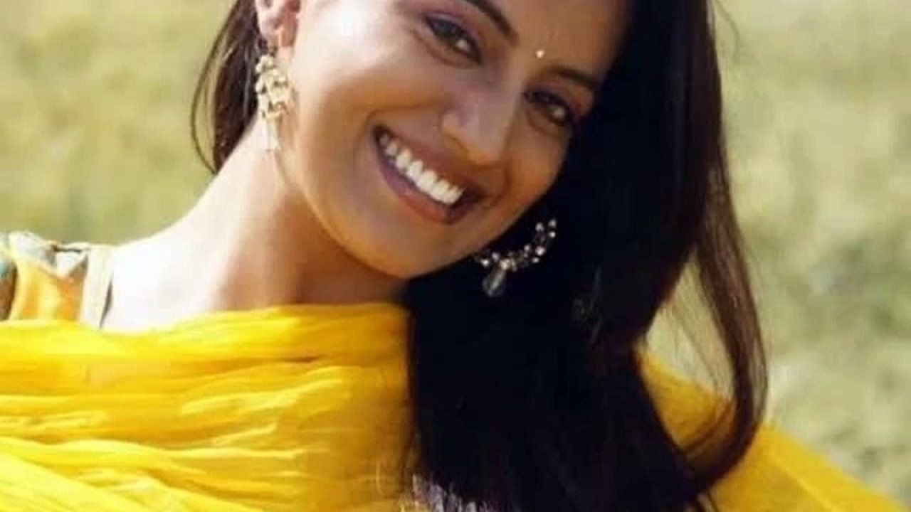 Akshara Singh Smile Photo