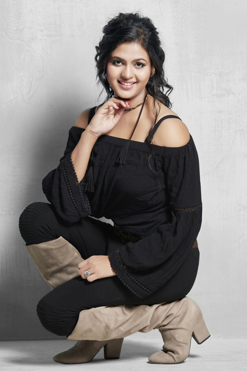 Chandni Singh HD Wallpapers, Photos, Images, Pic