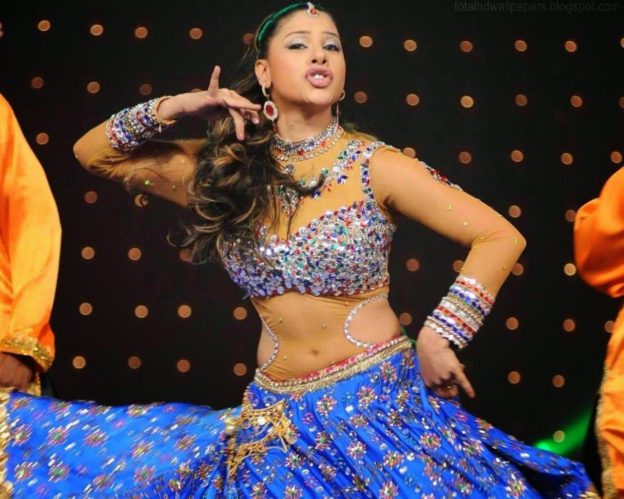 Sambhavna Seth Dancing Photo