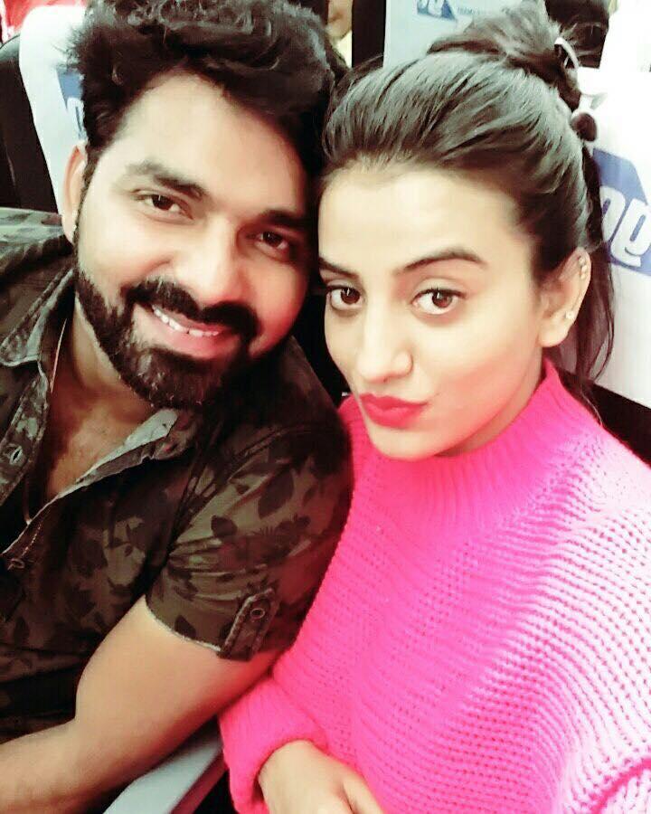 Pawan Singh and Akshara Singh Image