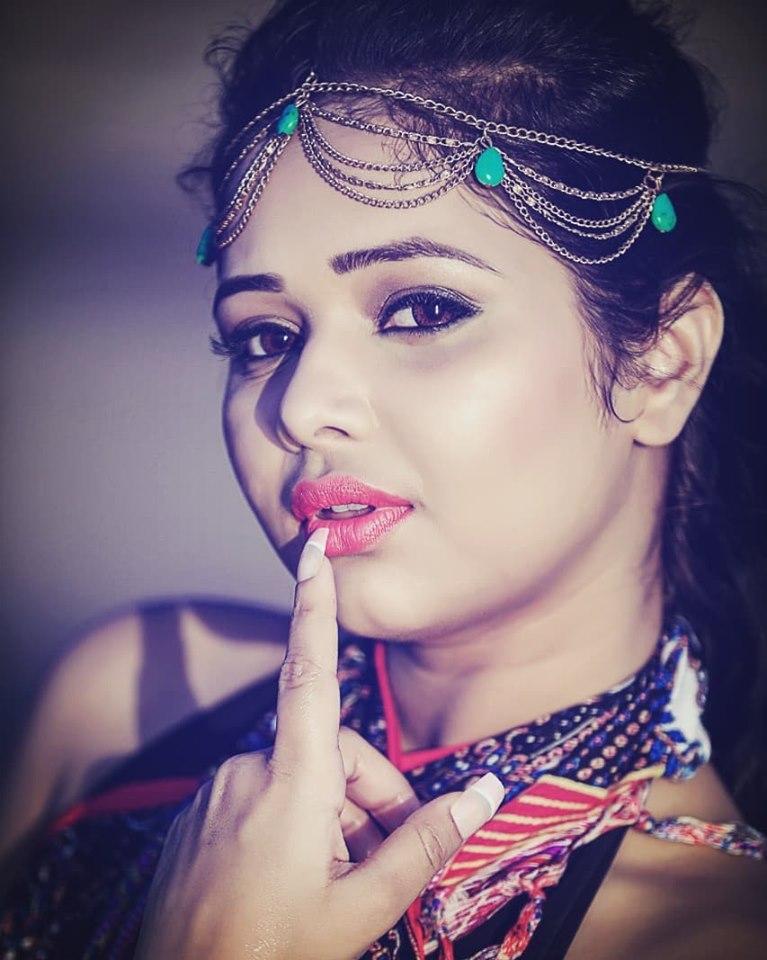 Sneh Upadhya Photo